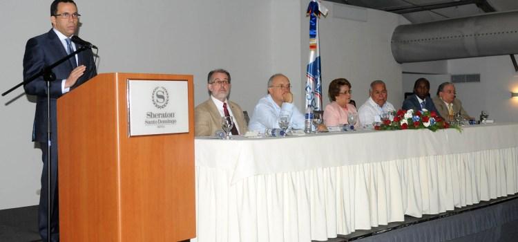 Navarro dice avanza formación docente
