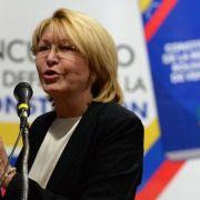 Salen de Venezuela ex fiscal general y esposo