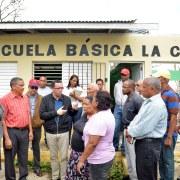 Navarro inspecciona escuelas tras huracán