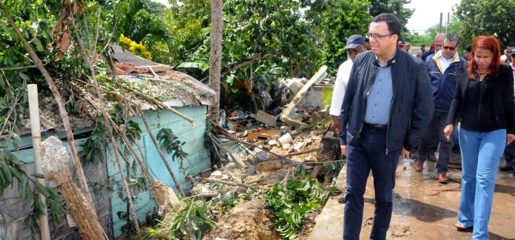 Navarro visita escuelas afectó huracán