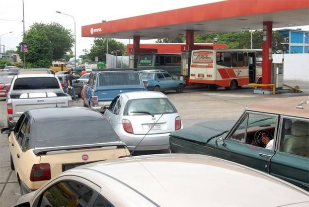 Falta gasolina se incrementa en Venezuela