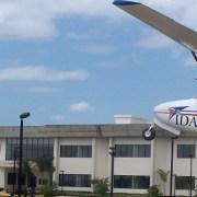 Suspenden piloto aterrizó en estadio Cibao