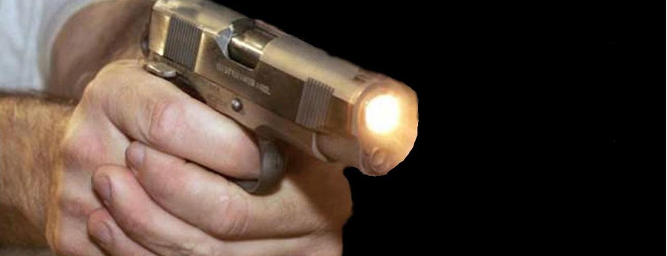 Policía mata hombre alega le disparó