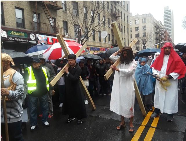 Dominicanos conmemoran crucifixión de Cristo
