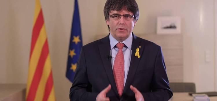 Puigdemont renuncia a la presidencia