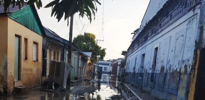 Desbordes de ríos y cañadas inundan viviendas