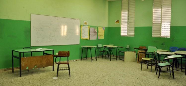 Profesores paran docencia en Santiago