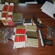 Decomisan armas, municiones y cigarros