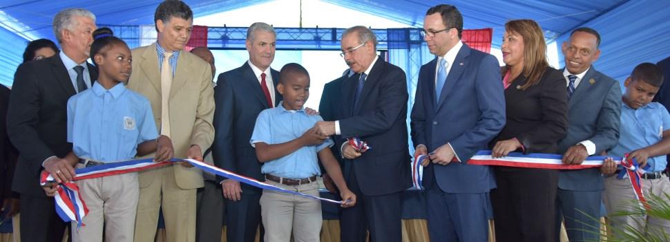 Presidente inaugura escuela en Manoguayabo
