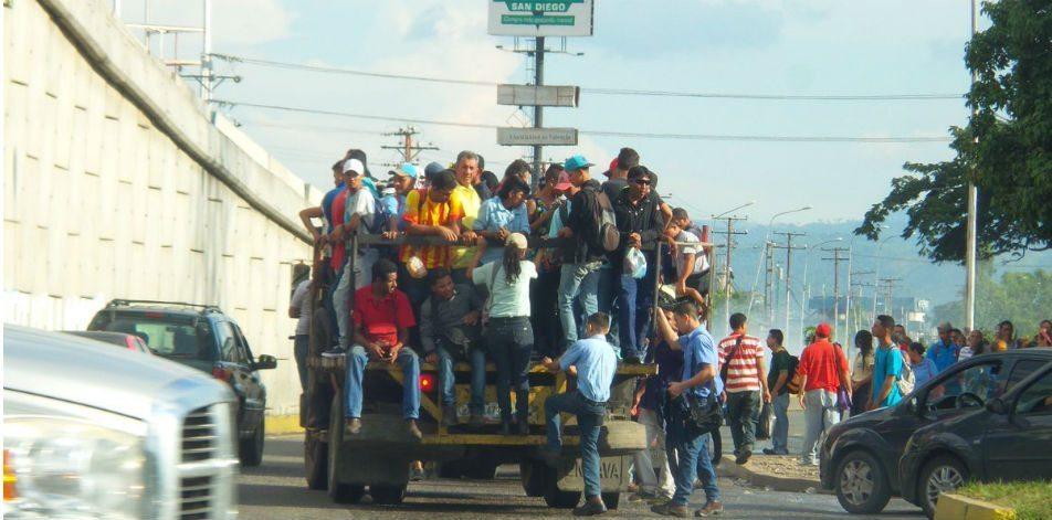 Falta de transporte afecta venezolanos