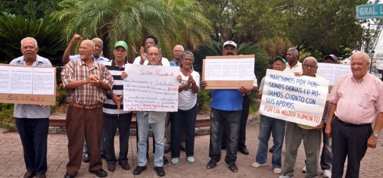 Piden aumento dinero pensionados y jubilados