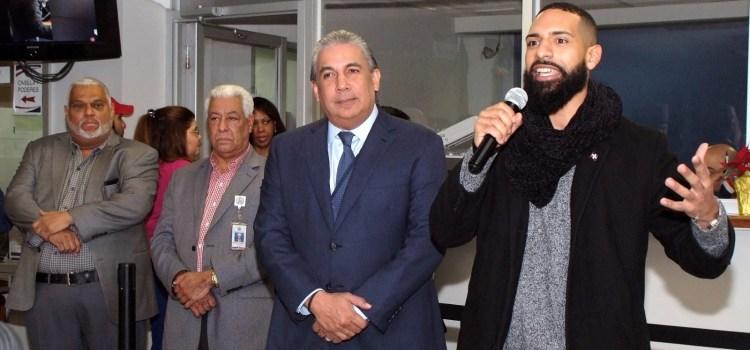 """Dominicano """"héroe"""" visita consulado en NY"""