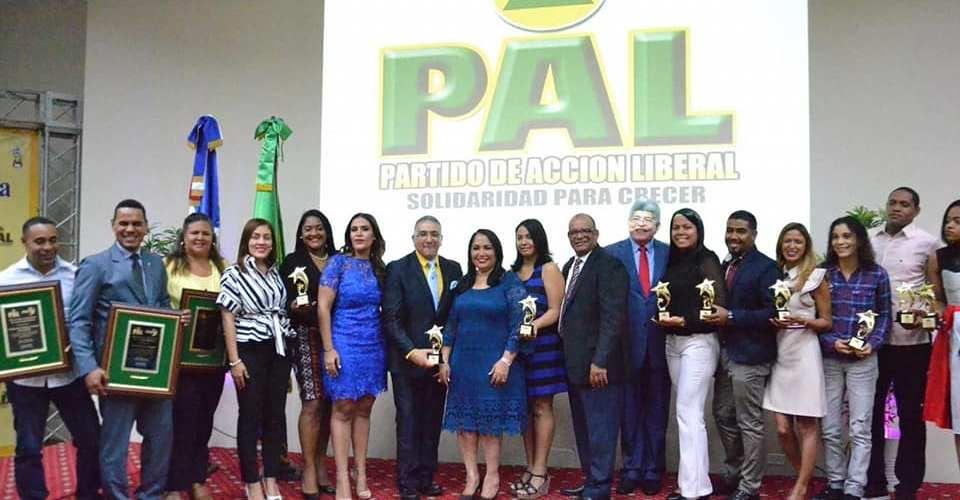 Tributan reconocimiento a juventud solidaria