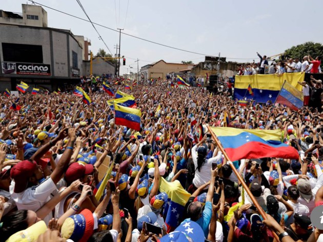 Guaidó inicia movilización hacia Palacio Miraflores
