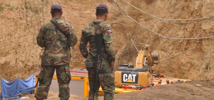 Rescatan quinto cadáver provocó derrumbe tierra