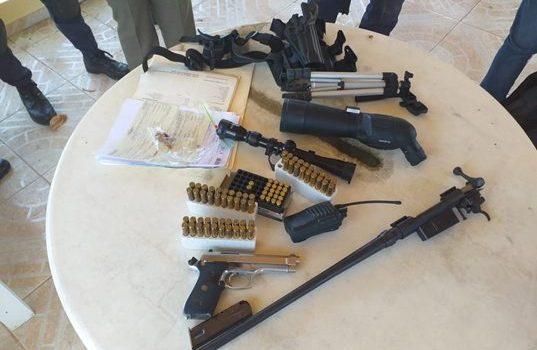 Decomisan armas de fuego y municiones