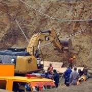 Buscan quinta víctima provocó derrumbe tierra