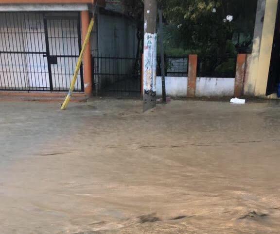 Lluvias afectan propiedades en Villa González