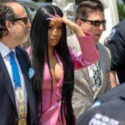 Tribunal acusa artista Cardi B de 12 cargos