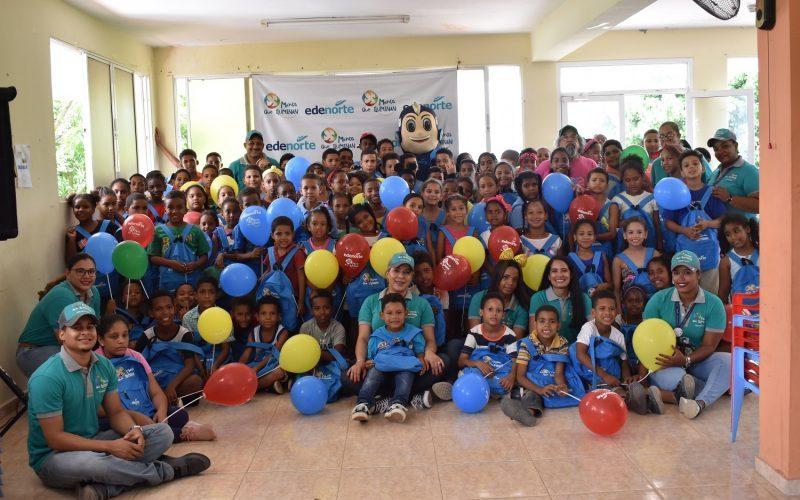Edenorte distribuye mochilas y útiles escolares