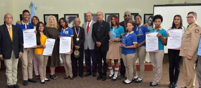 Educación entrega premios concurso de epístolas