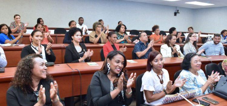 Entidades promueven formación profesionales