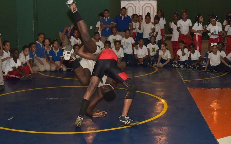 Resaltan los clubes deportivos escuelas