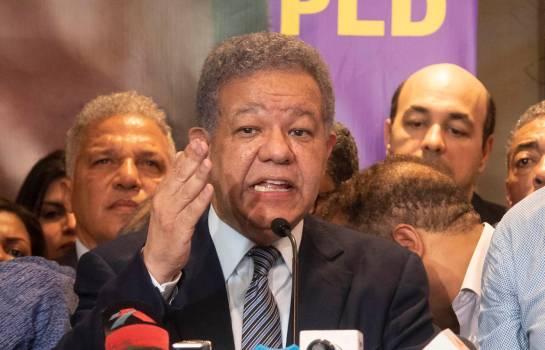 Leonel aparenta estar ante un trance político