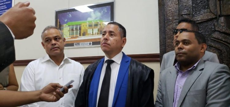 Juez se reserva fallo demanda de Fausto Polanco
