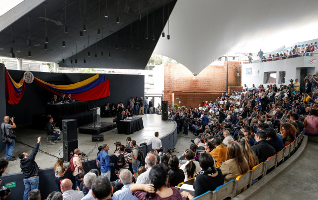 Diputados Venezuela sesionan en otro recinto