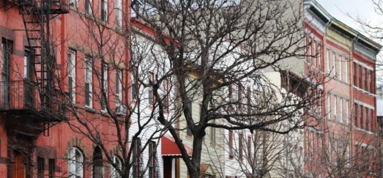 Alcalde ordena congelar las rentas viviendas regula ciudad
