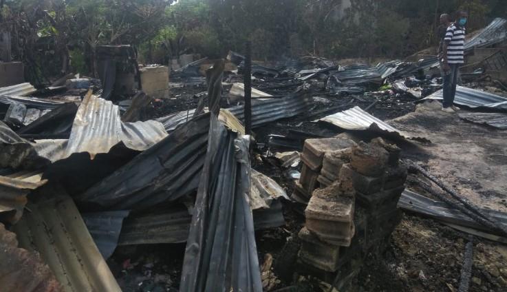 Incendio destruye cuatro viviendas y afecta otra