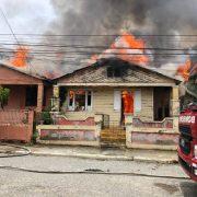 Hombre muere carbonizado en fuego vivienda