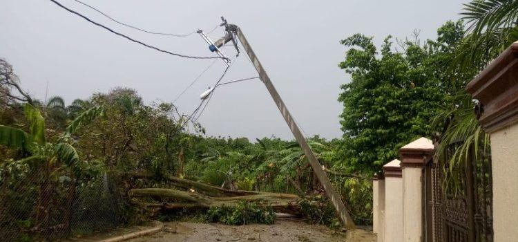Terrencial aguacero afecta el servicio eléctrico zonas Cibao