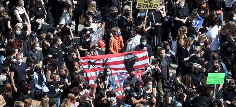Siguen en el mundo protestas por homicidio George Floyd