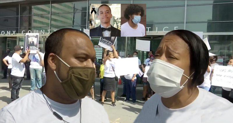 Padres joven asesinado encabezan una protesta