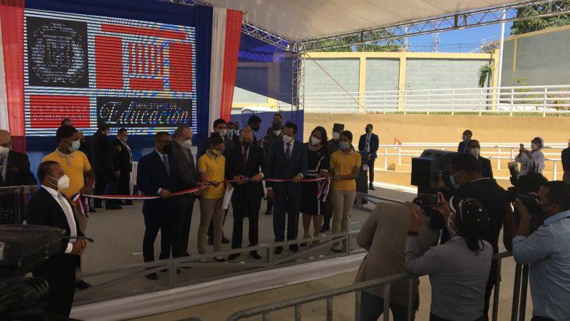 Danilo Medina entrega 19 escuelas y dos estancias