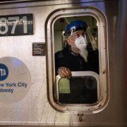 Hombre lanza metales a vía y provoca tren descarrile