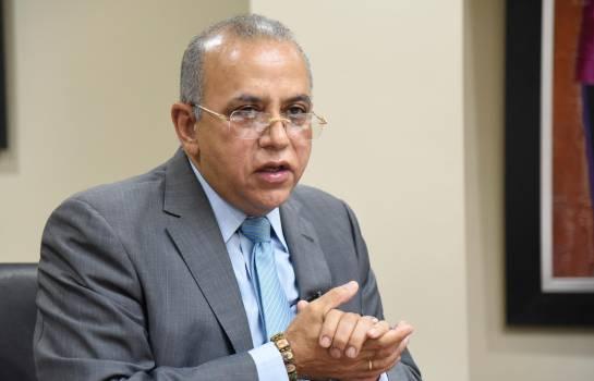 Ministro Salud Pública dice hay buen manejo covi-19