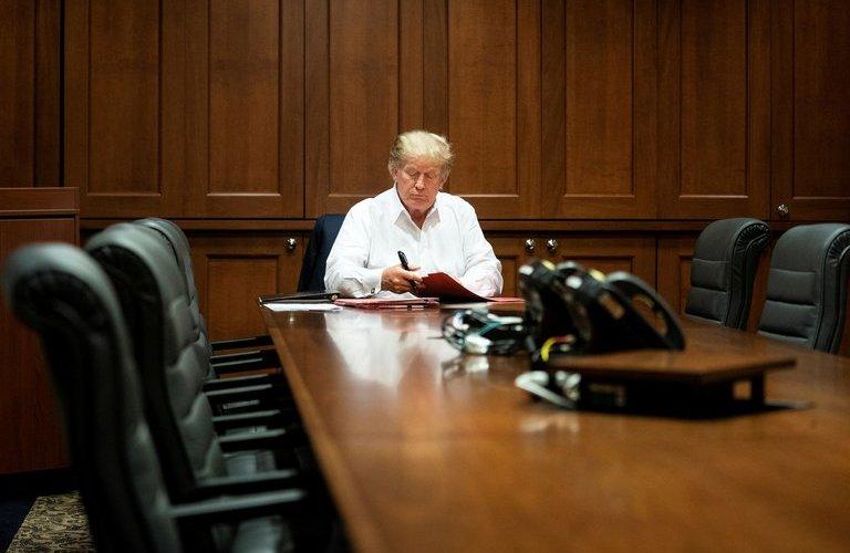 Médicos dicen podrían dar el alta este lunes a Trump