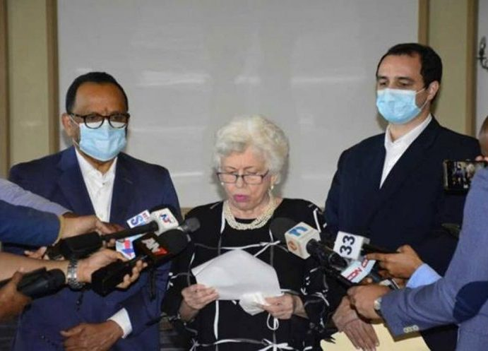 Abinader suspende grupo funcionarios
