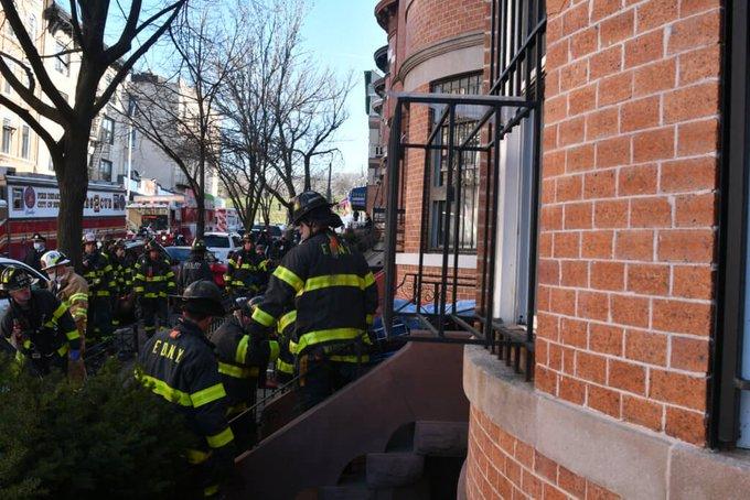 Muro se derrumba y mata hombre en Brooklyn