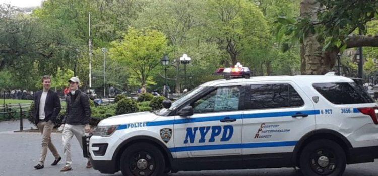 Desconocido le roba carro policial a detective
