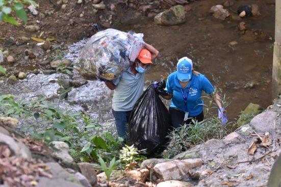 Voluntarios durante la jornada