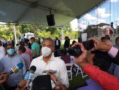 Andrés Cueto da declaraciones a la prensa