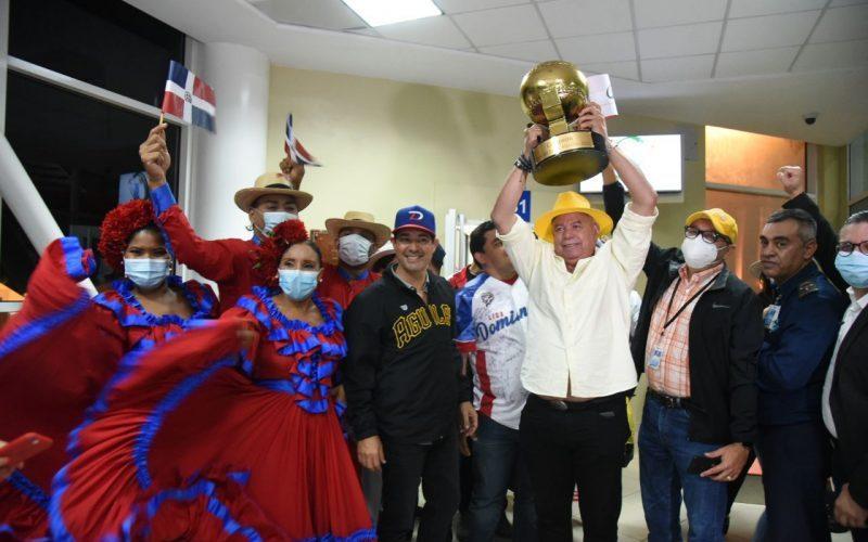 Campeones Serie Caribe regresaron al país anoche