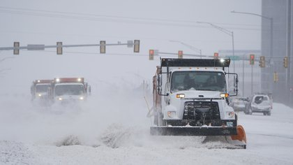 Tormenta de nieve y frío azota zonas EE.UU.
