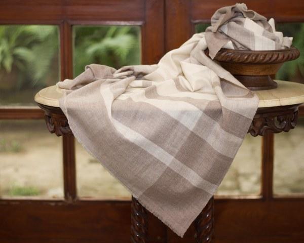 GI certified pure pashmina cashmere shawl from kashmir india handspun handwoven
