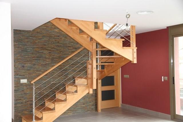 Escalera recortada de madera - Barandillas Giner