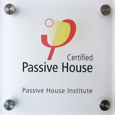 Placa de vivienda certificada Passivhaus